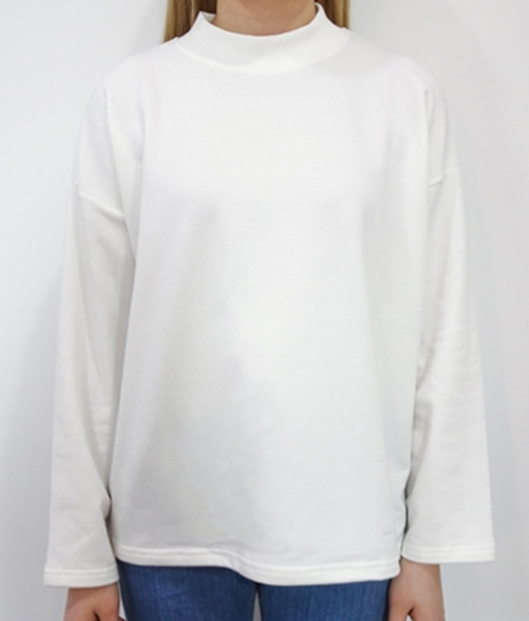 Halfneck loose T-shirt