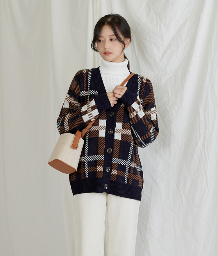 Warm Checked V-neck Cardigan