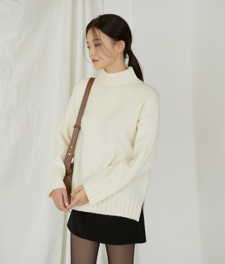 Half High-neck Soft Knit Top