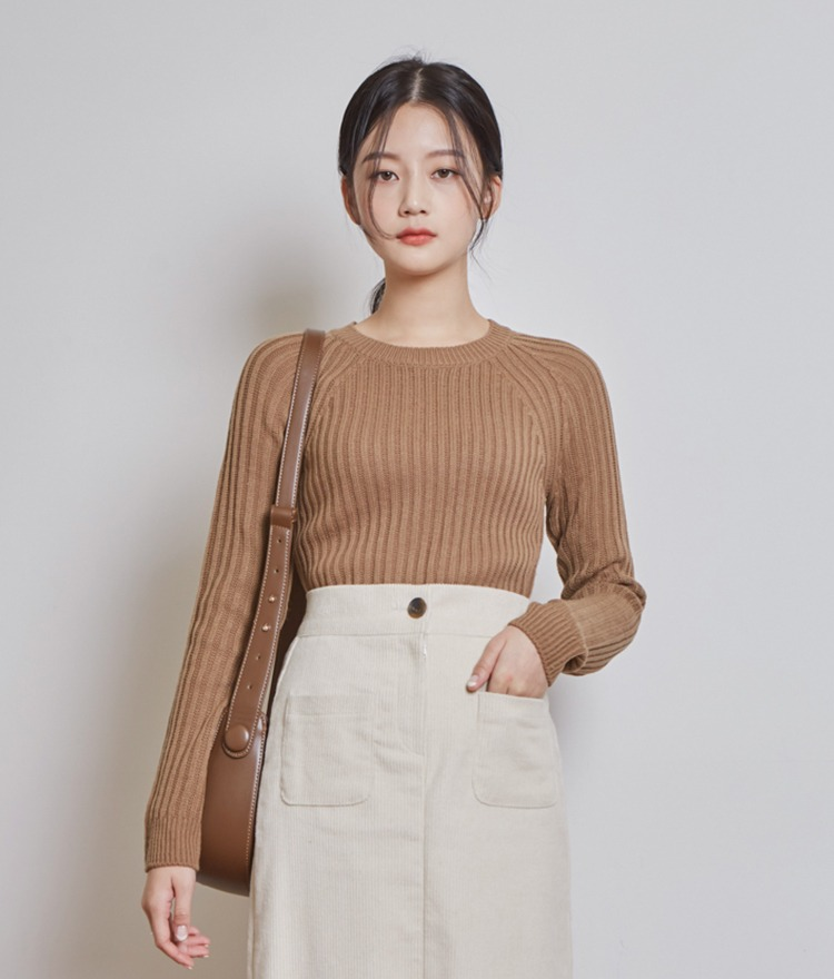 Roundneck Slim Knit Top